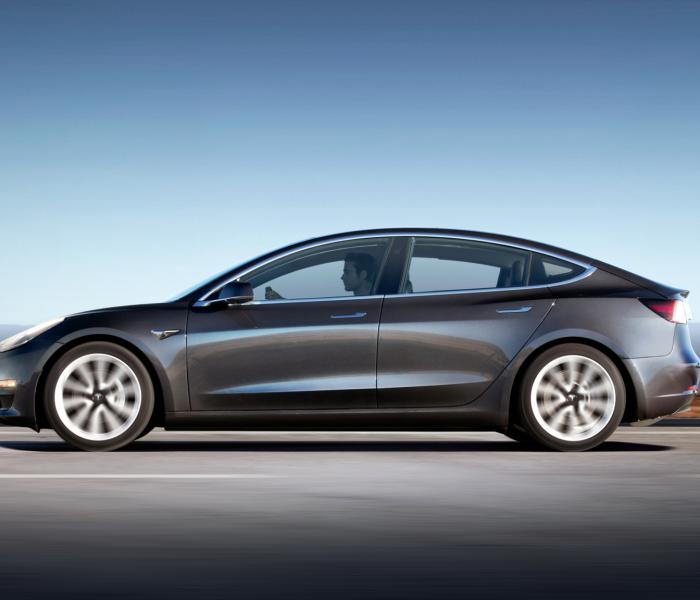 Tesla Model 3 Seitenansicht